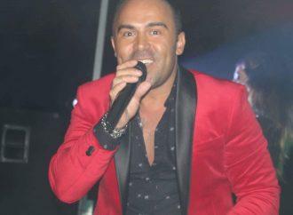 Ricardo Mateus, um cantor de sucesso que vive já aqui ao lado