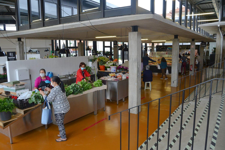 """Mercado Municipal """"A Praça"""" reabriu com muitas condicionantes e sem espaço de feira"""
