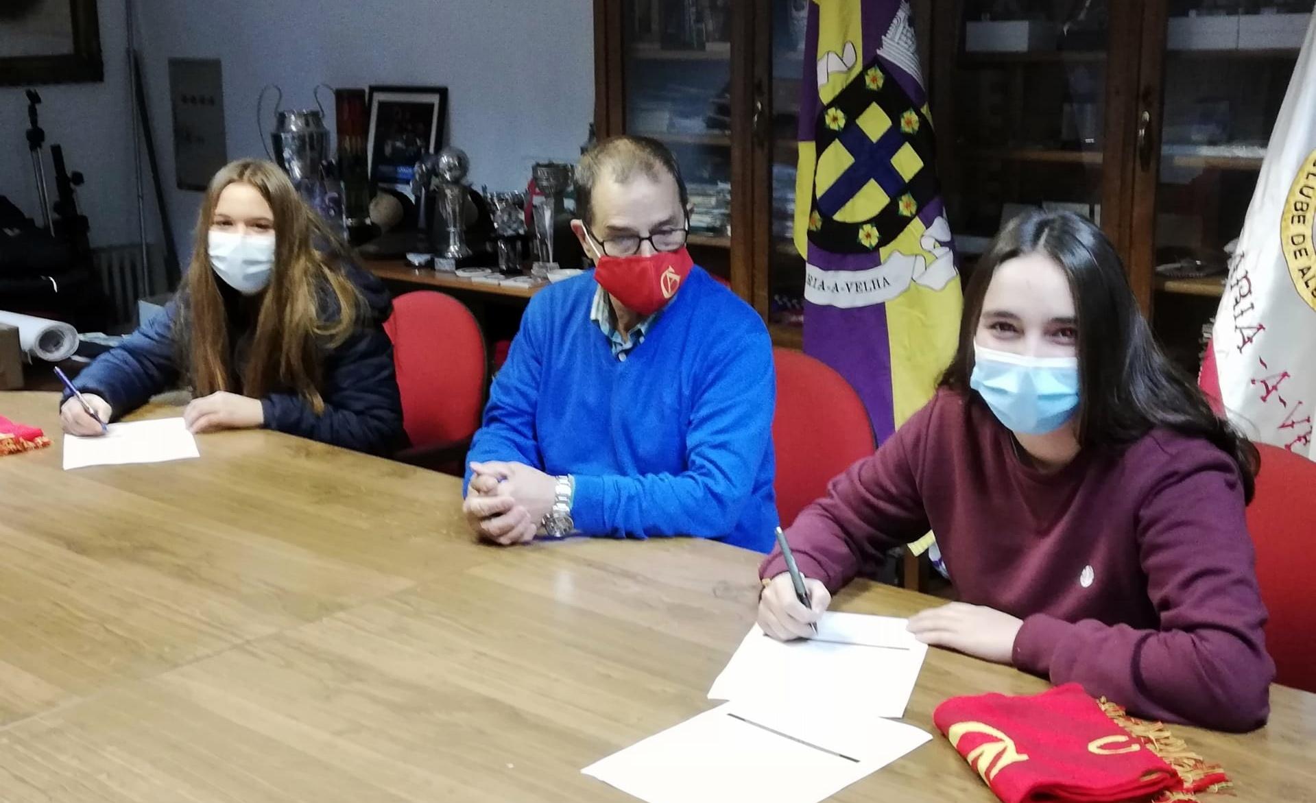 Leonor Alves e Íris Esgueirão prolongam vínculo com Clube de Albergaria