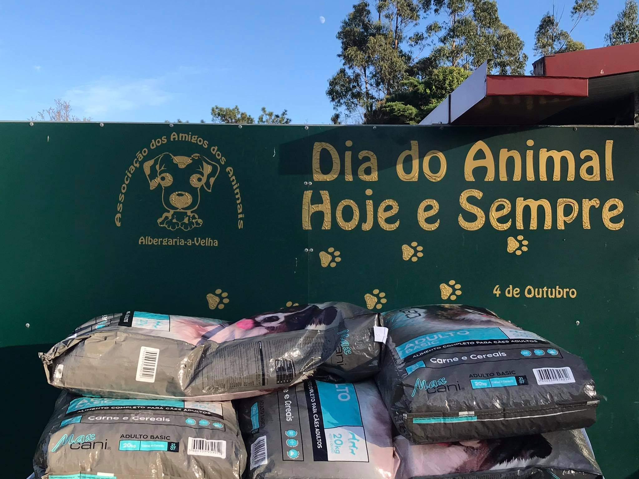 Coopalbe doa 120 kg de ração aos Animais de Albergaria