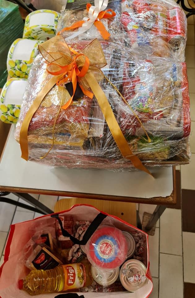 """""""Natal são todos os dias"""": clube entrega cabazes a famílias carenciadas"""
