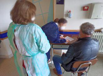 Vacinação chega a idosos com mais de 80 anos
