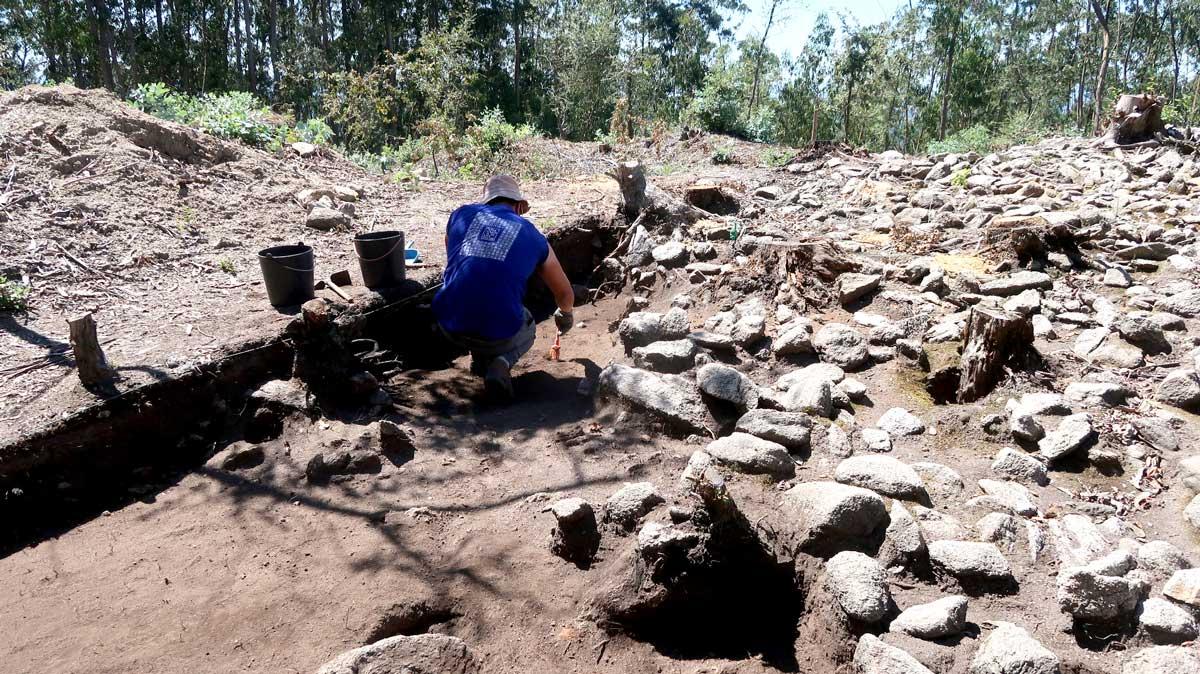 Escavações arqueológicas em São Julião desvendam passado da Branca